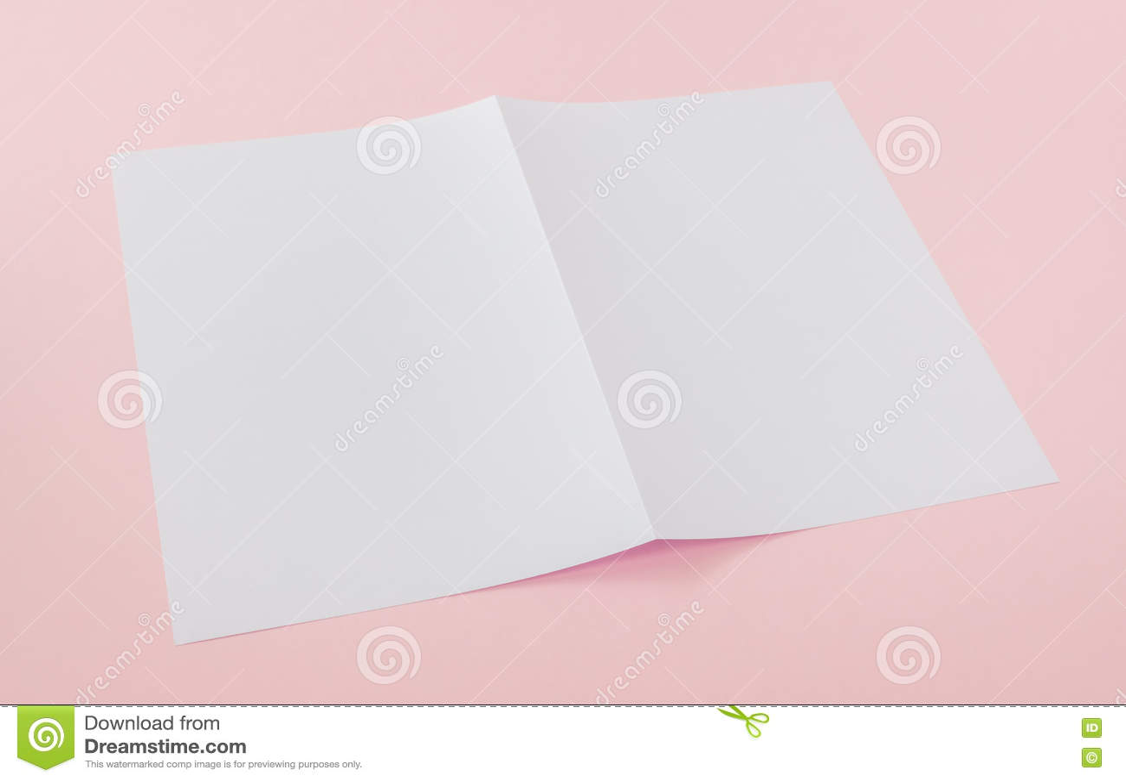 Download Bifold белая бумага шаблона Стоковое Изображение - изображение насчитывающей бумерангов, stationery: 72279143