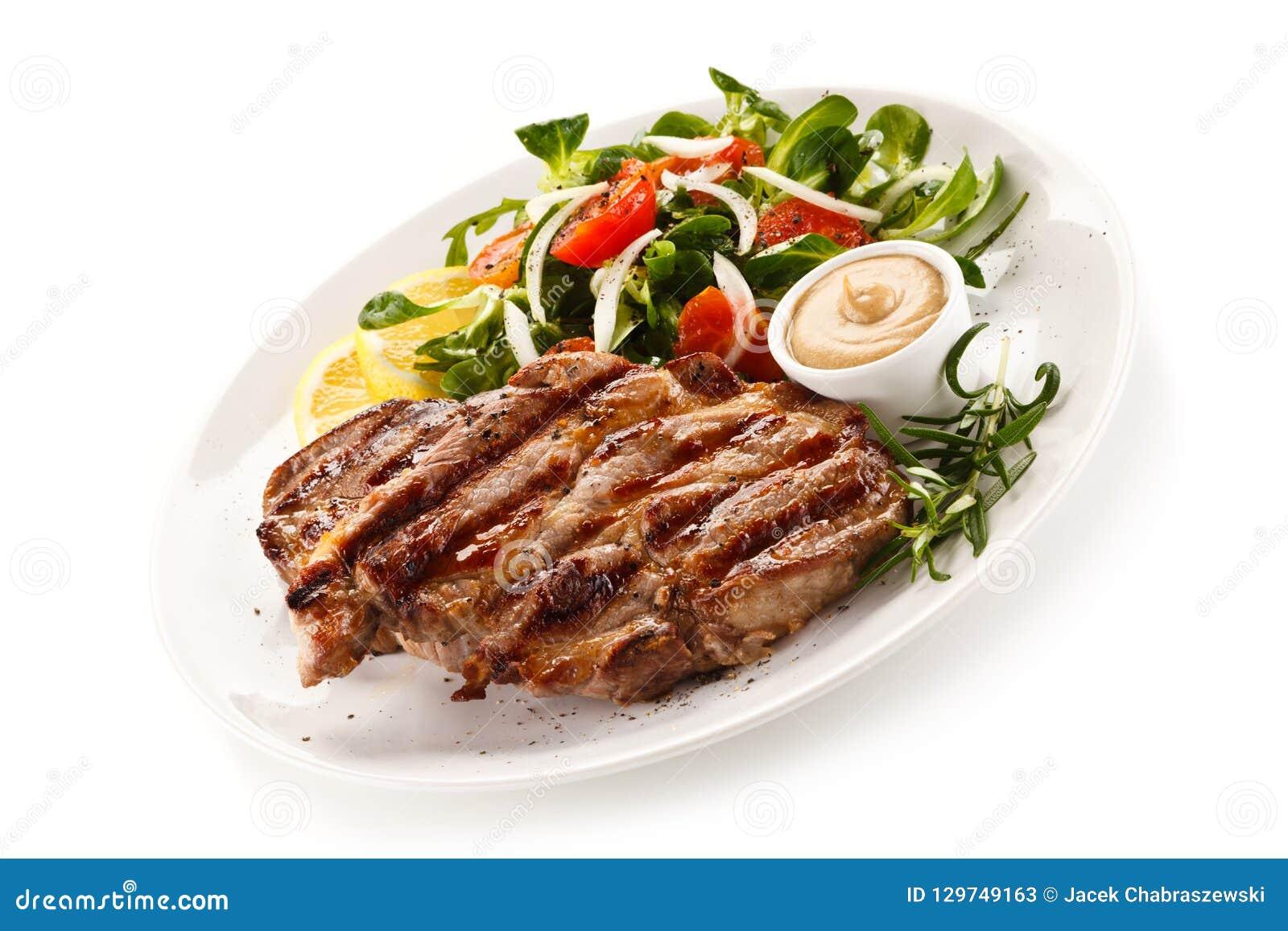 Biftecks et légumes grillés