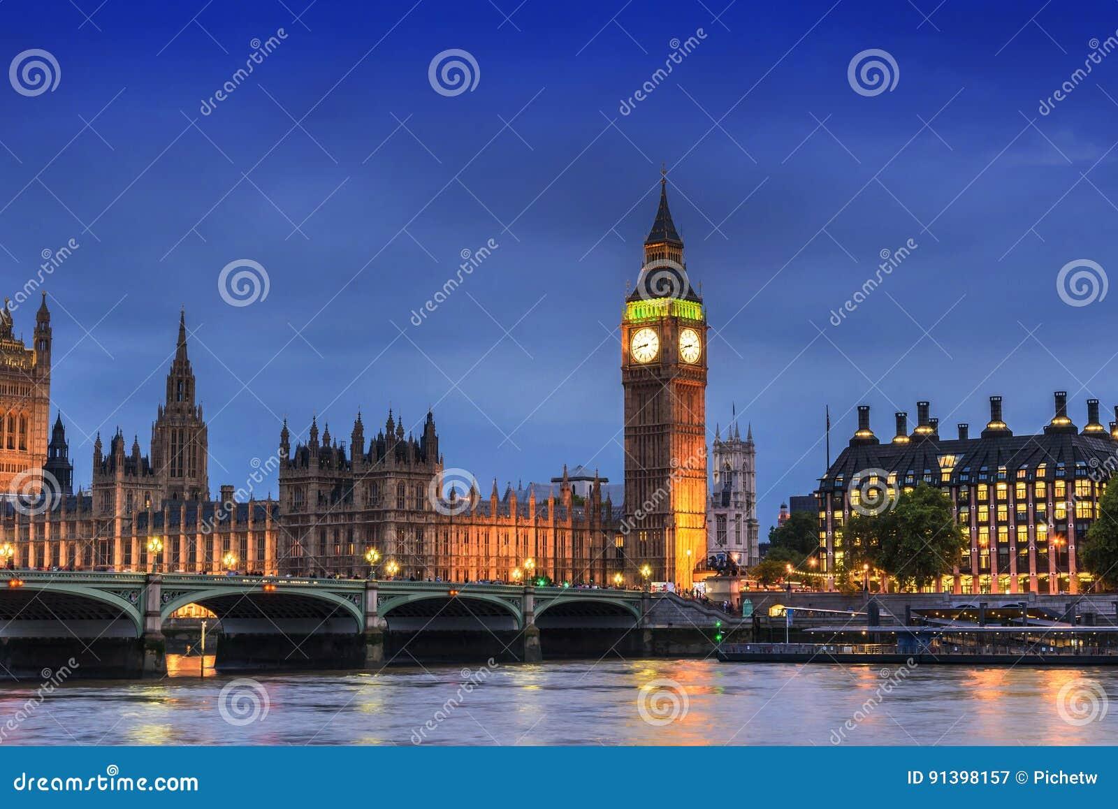 Big Ben e casa do parlamento, Londres, Reino Unido, na noite do crepúsculo