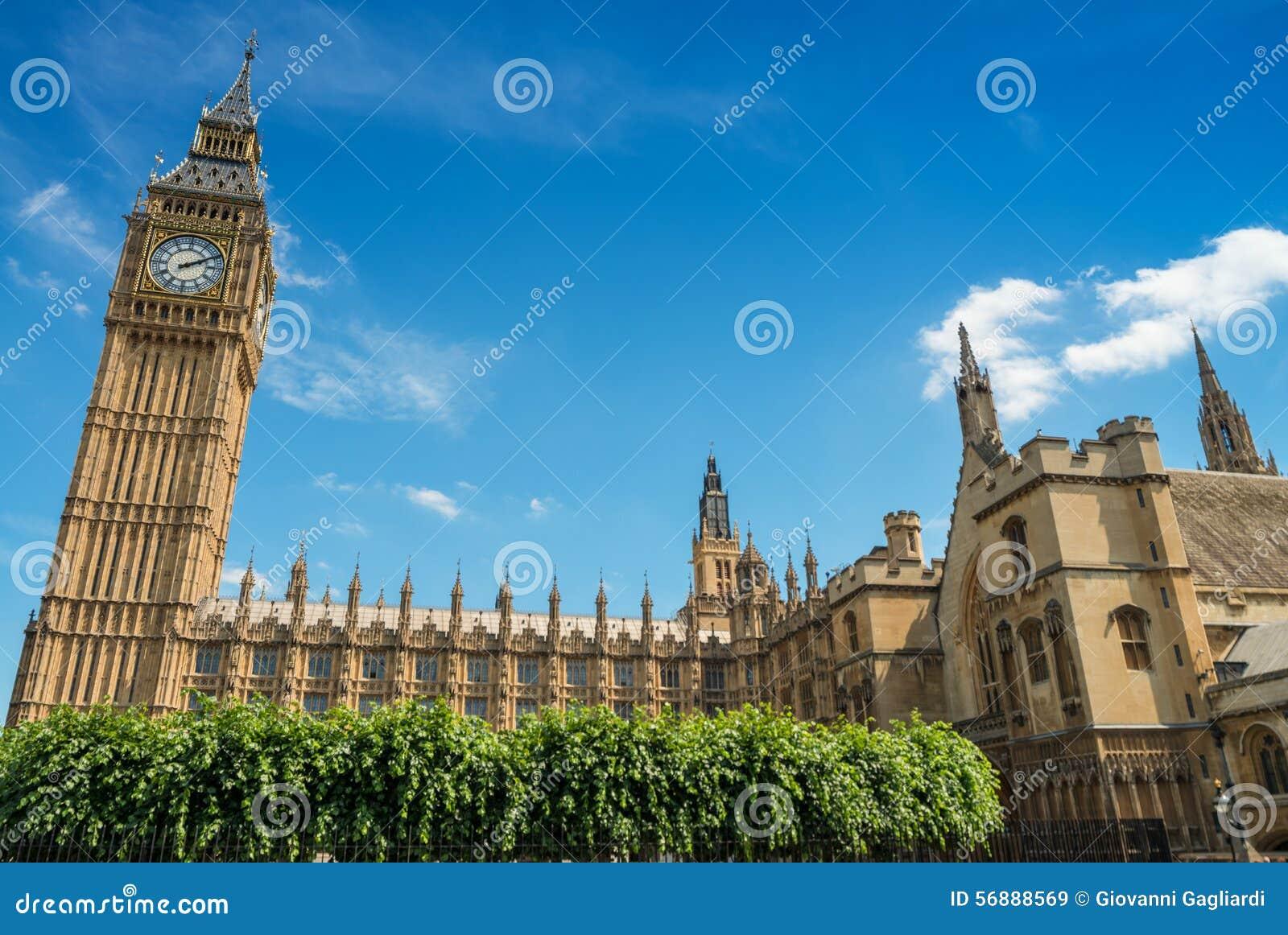 Big Ben e palazzo di Westminster un bello giorno di estate