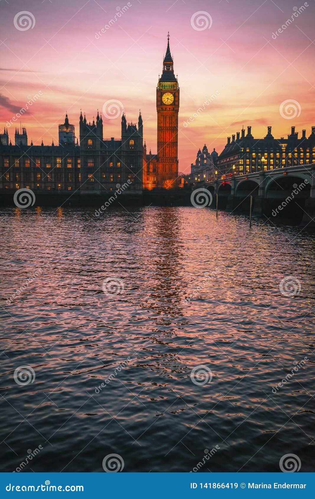 Big Ben en Huizen van het Parlement, Londen, het UK