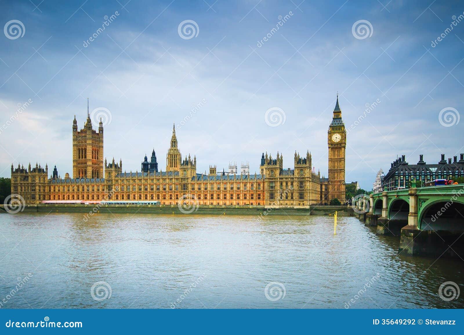 Big Ben Houses Of Parliament Thames River And Bridge