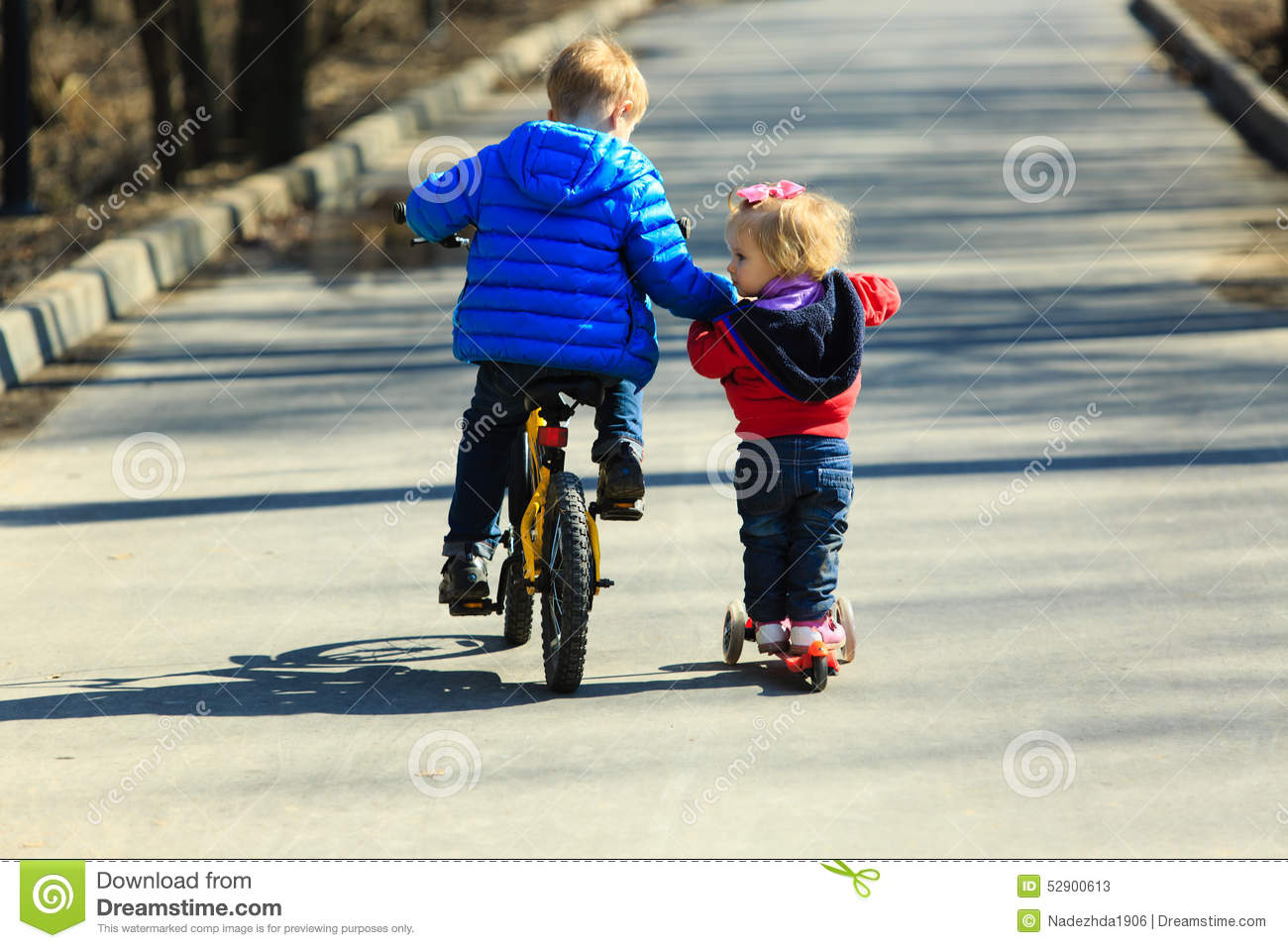 https://thumbs.dreamstime.com/z/big-brother-teaching-sister-to-ride-scooter-little-boy-bike-baby-girl-outdoors-52900613.jpg