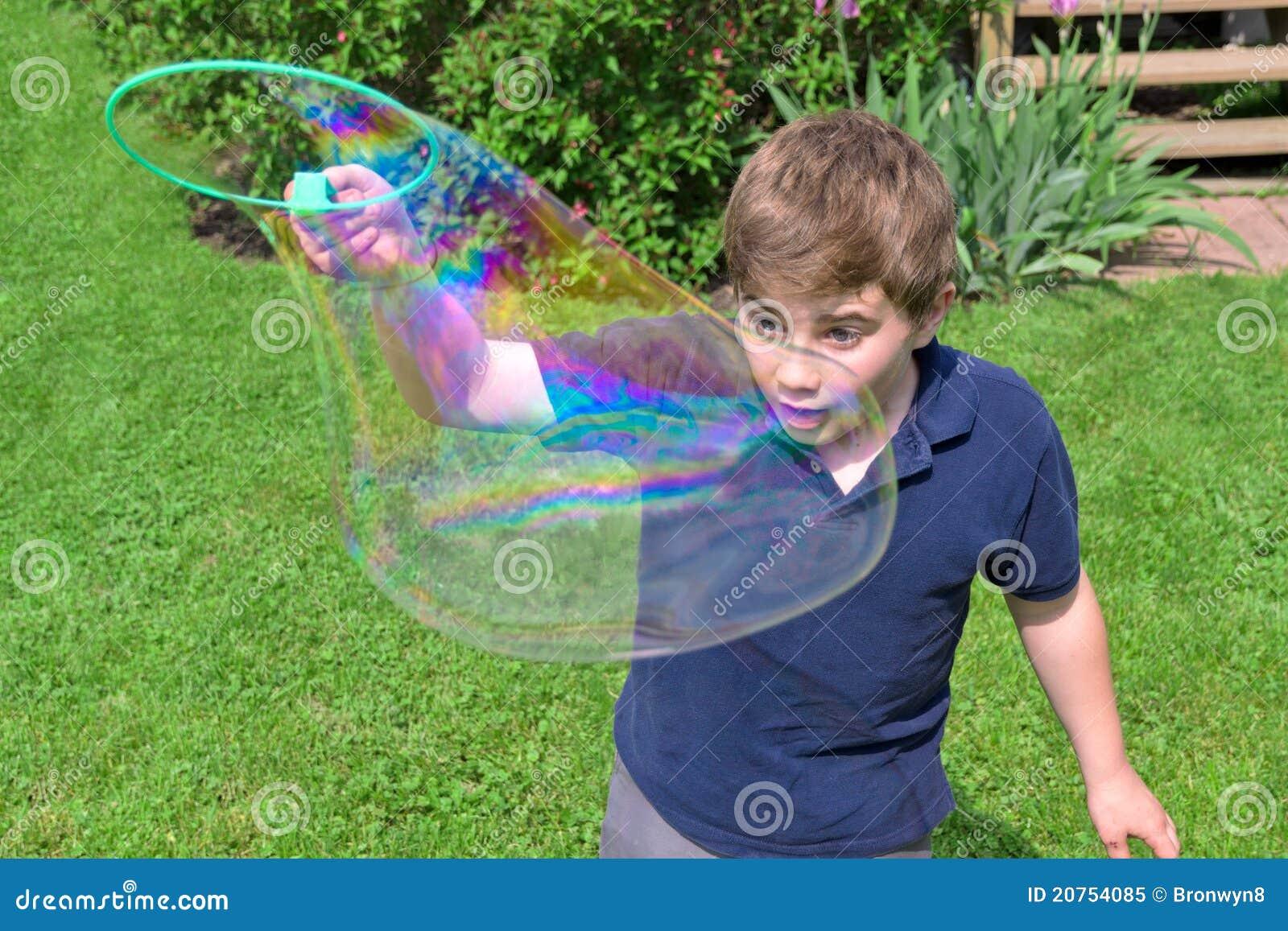 Как сделать смесь для мыльных пузырей в домашних