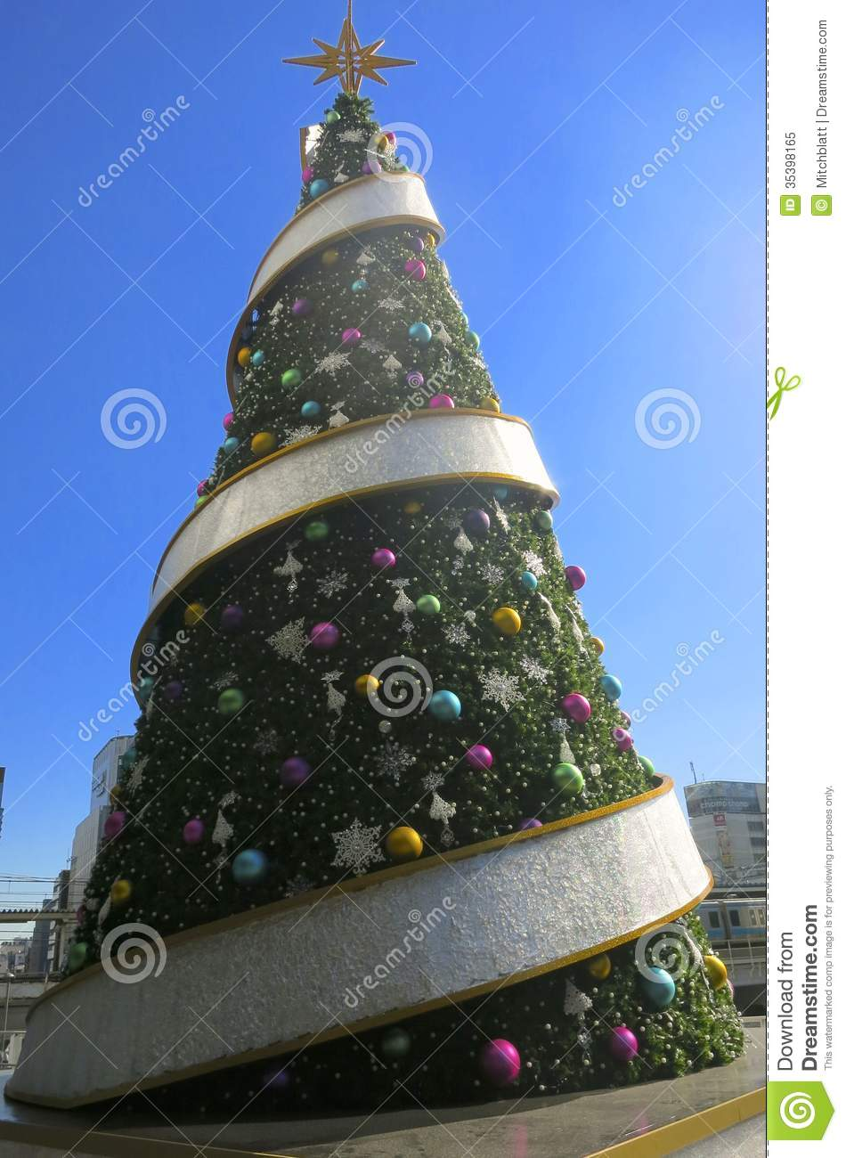 Big Christmas Tree With Round Thing Editorial Image ...