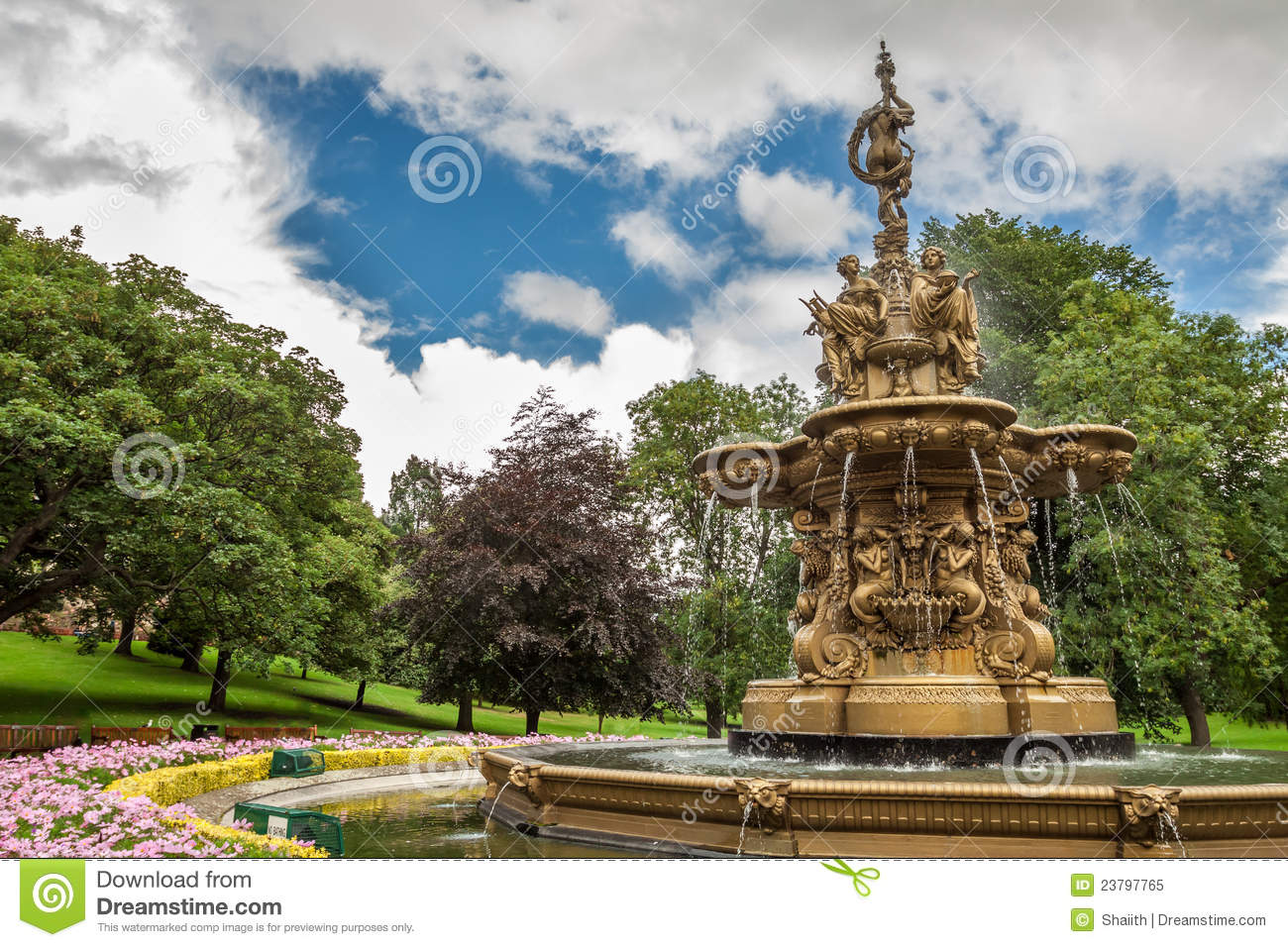 Big Fountain In Edinburgh Central Park Royalty Free Stock