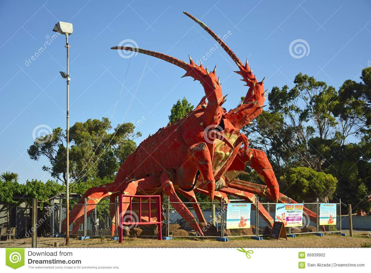 66822102c4 The Big Lobster In Kingston, S.E. Editorial Photography - Image of ...