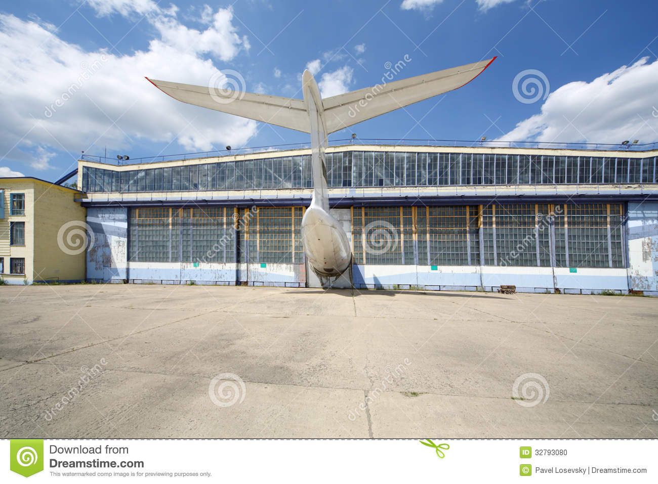 https://thumbs.dreamstime.com/z/big-old-battered-aircraft-hanger-protruding-tail-plane-sunny-summer-day-32793080.jpg
