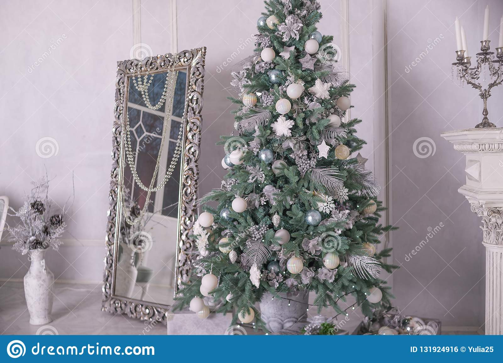 9 221 Silver Decorated Christmas Tree Photos Free Royalty Free Stock Photos From Dreamstime