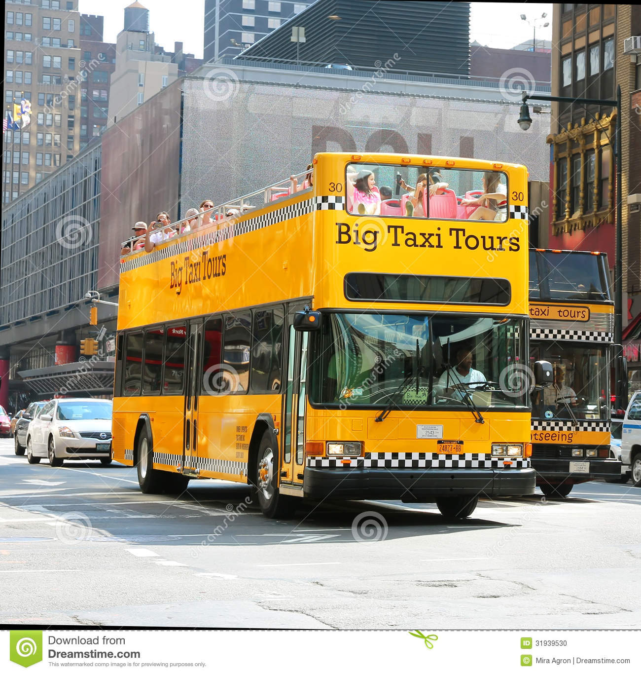 #C7960423658020 Tourists Taking A Ride With Big Taxi Tours An Hop On Hop Off Bus In  Meest recente Design Meubels Tour En Taxis 2541 pic 130013662541 Ontwerp