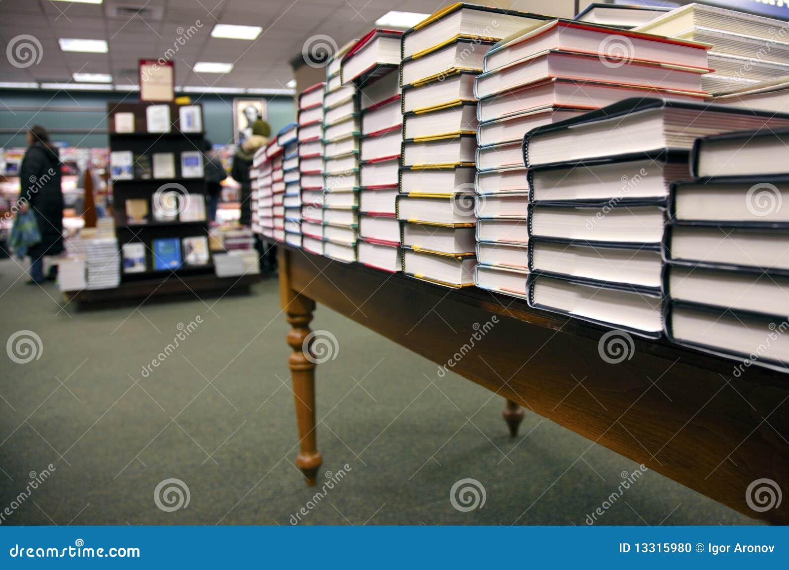Bij de boekhandel