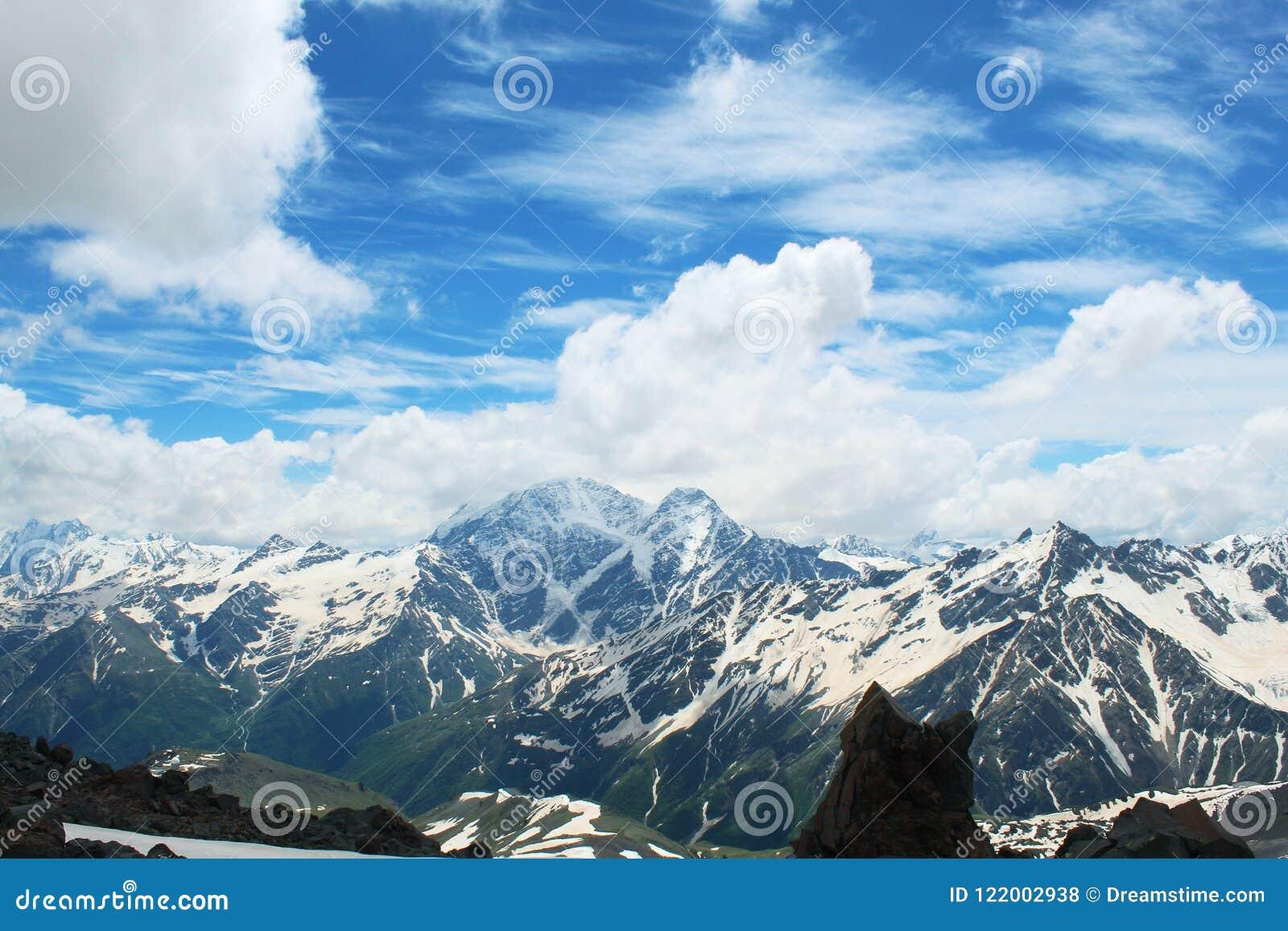 Bij de hoogte van een vogel` s vlucht highest berg in Europa
