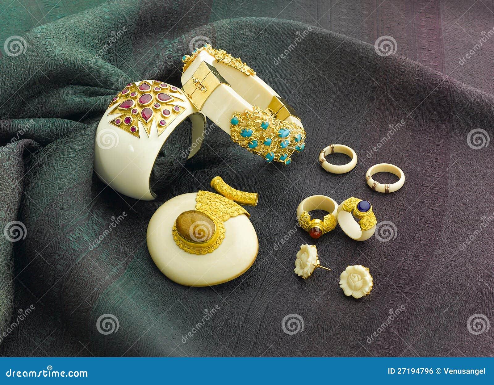 Bijou en ivoire