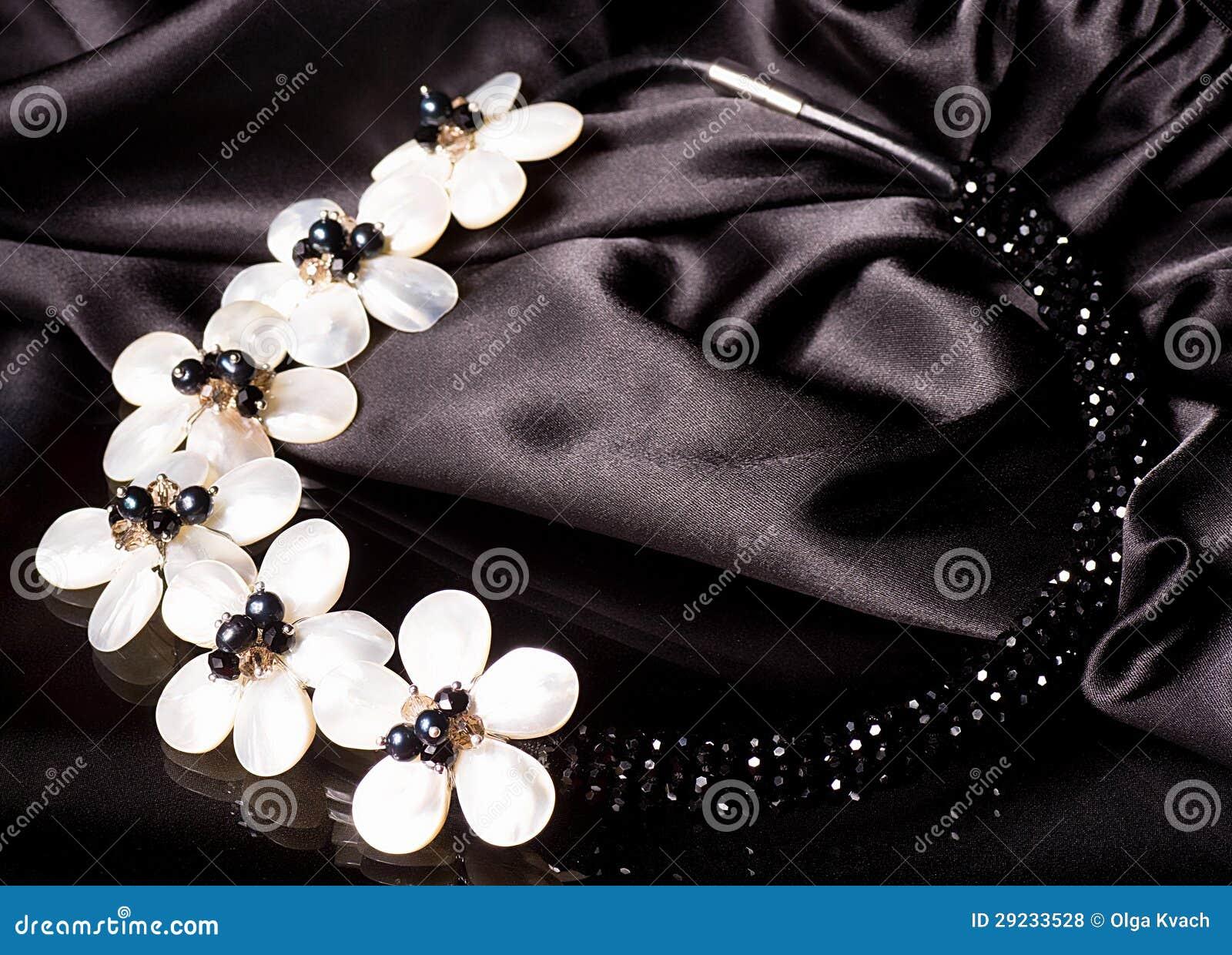 Download Bijouterie bonito foto de stock. Imagem de glamour, menina - 29233528