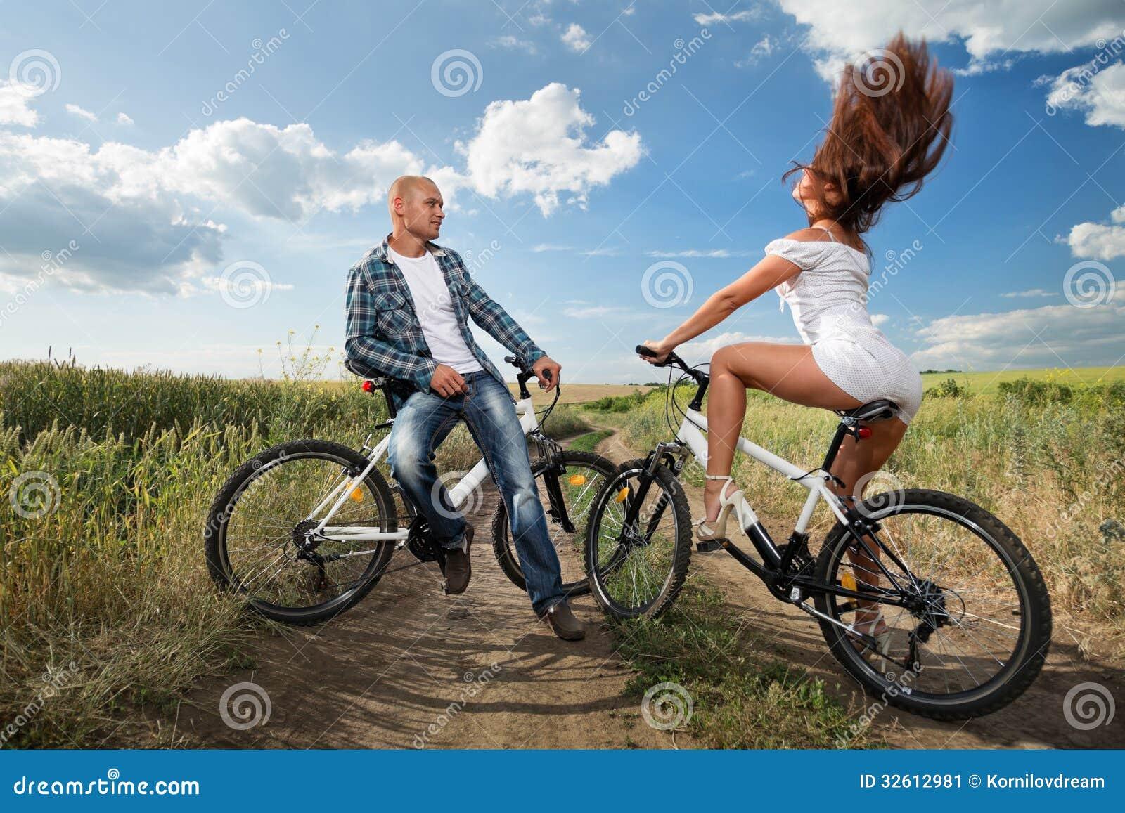 В основном, сновидение, в котором человек может сказать о себе: «еду на велосипеде», означает грядущие негативные перемены в жизни.