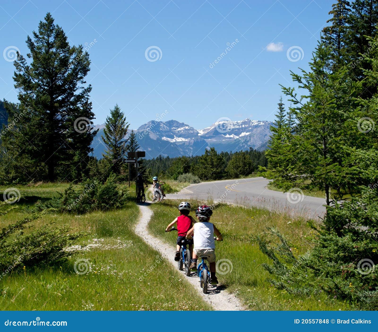 Biking κατσίκια υπαίθρια