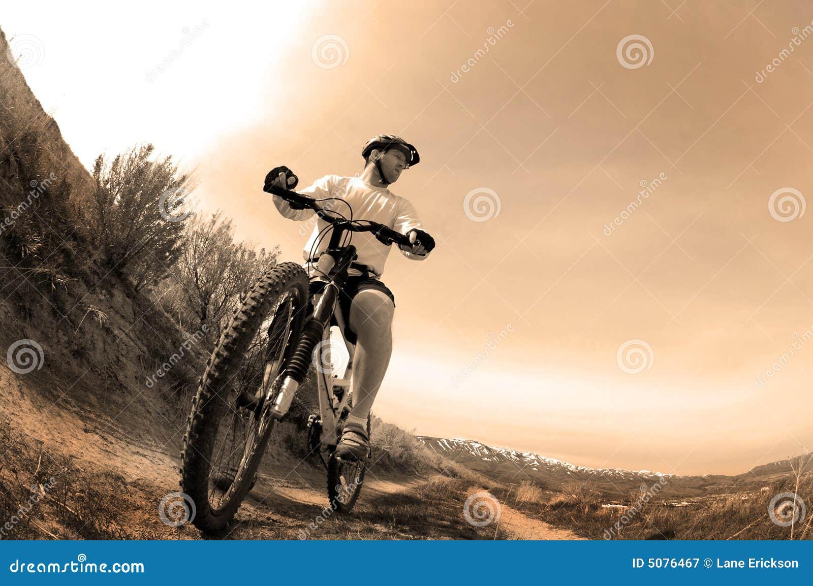 Biking della montagna