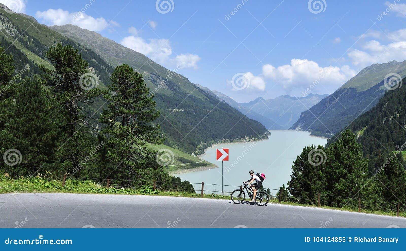 Biking en Kaunertal, el Tirol, Austria
