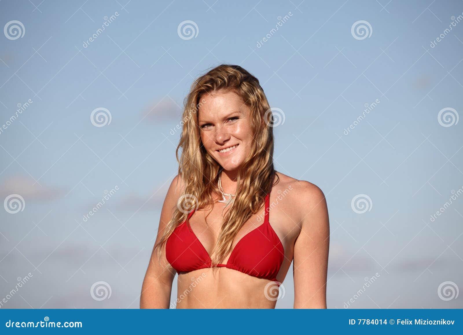Bikiniredkvinna