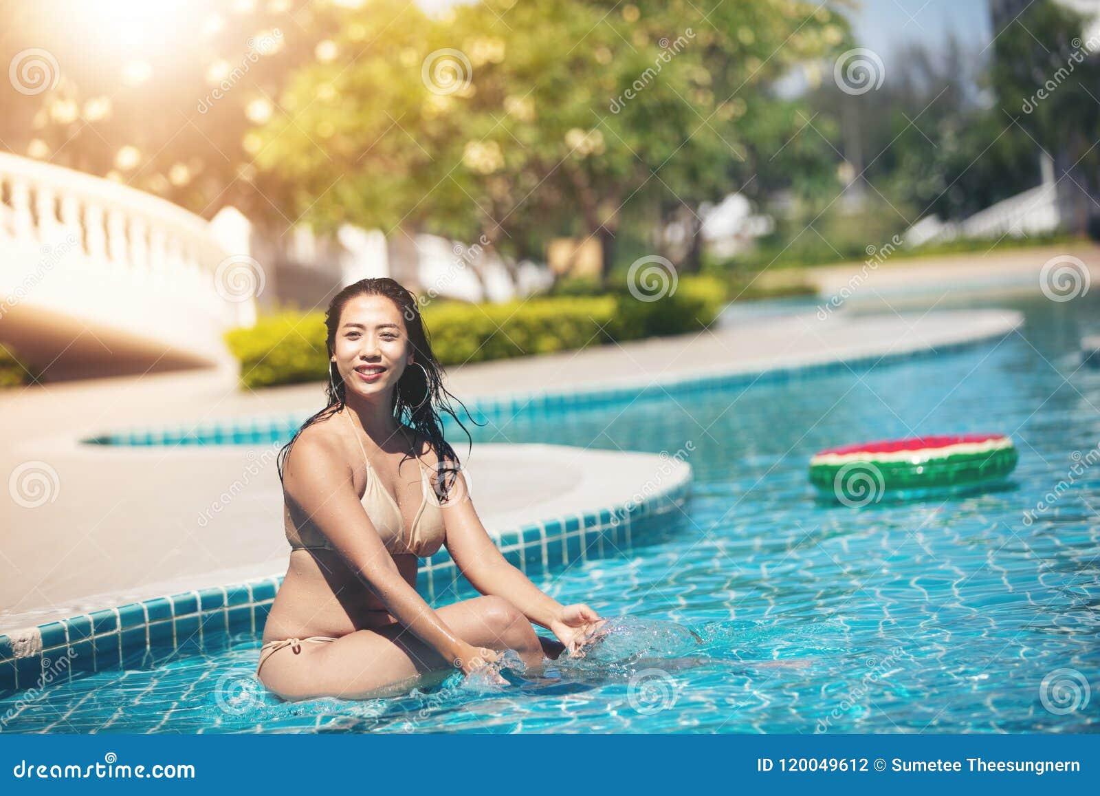 a76ab706e17d Bikinis De La Ropa De Mujer Para Nadar En La Piscina De La ...
