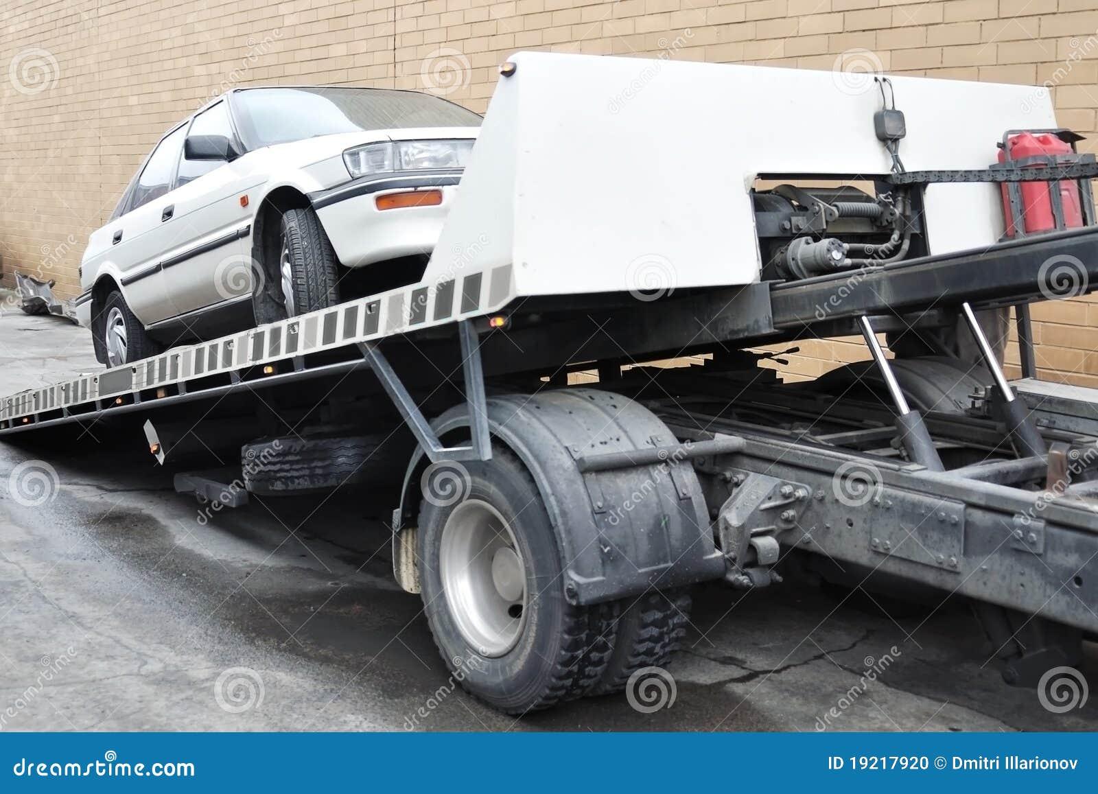 Bil laddad bärgningsbil