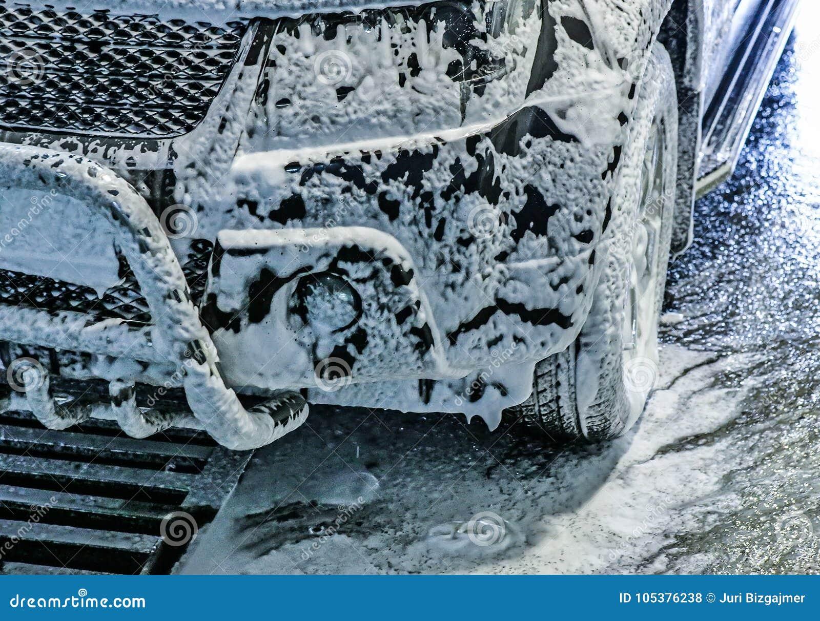 Bil på biltvätt