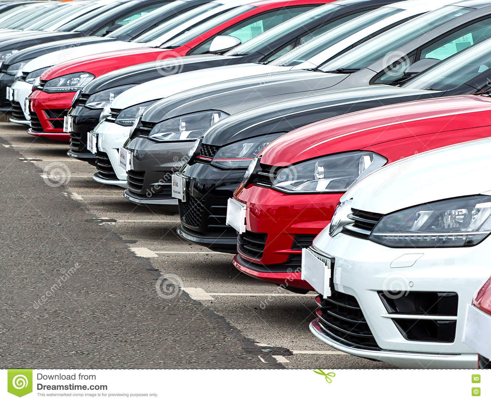 Bilar på garageförgård