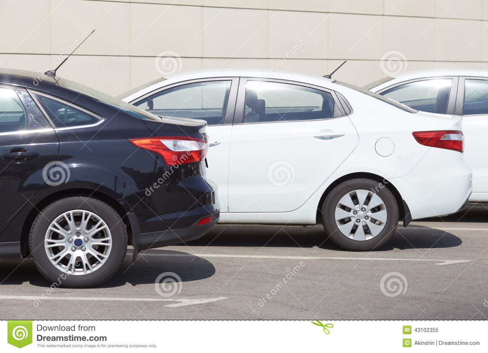 Bilar på parkeringen