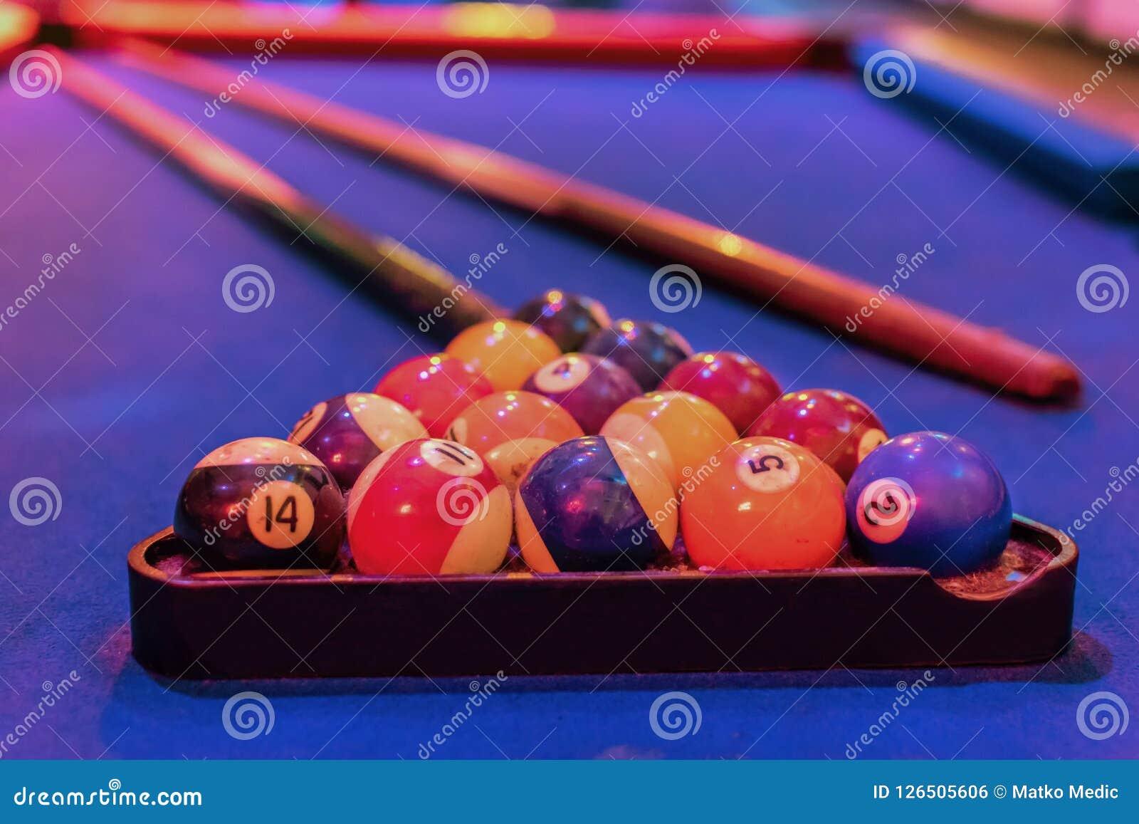 Bilardowego stołu wskazówka i piłki