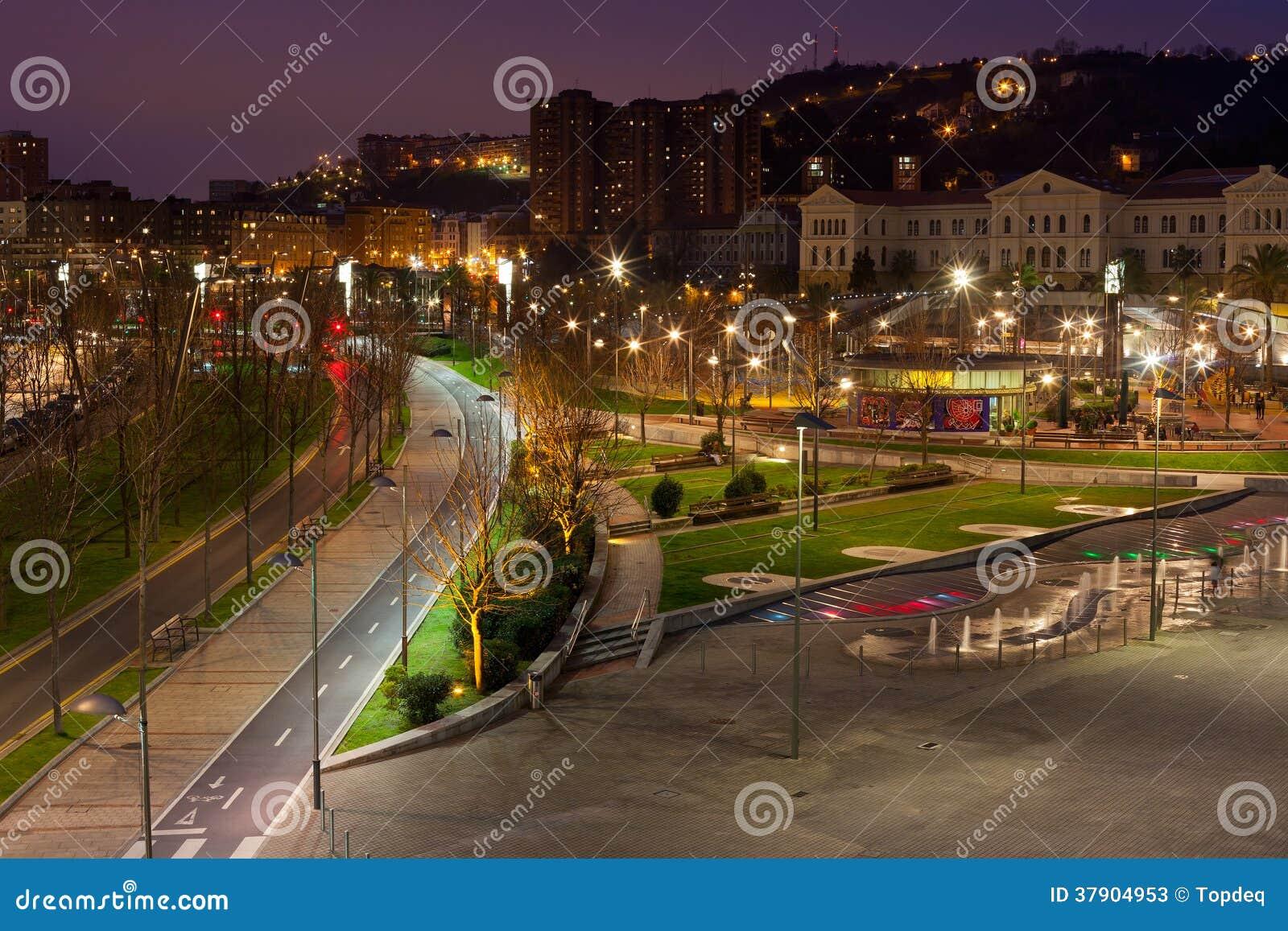 Bilbao baskisch land cityscape van spanje bij nacht for Topdeq lampen