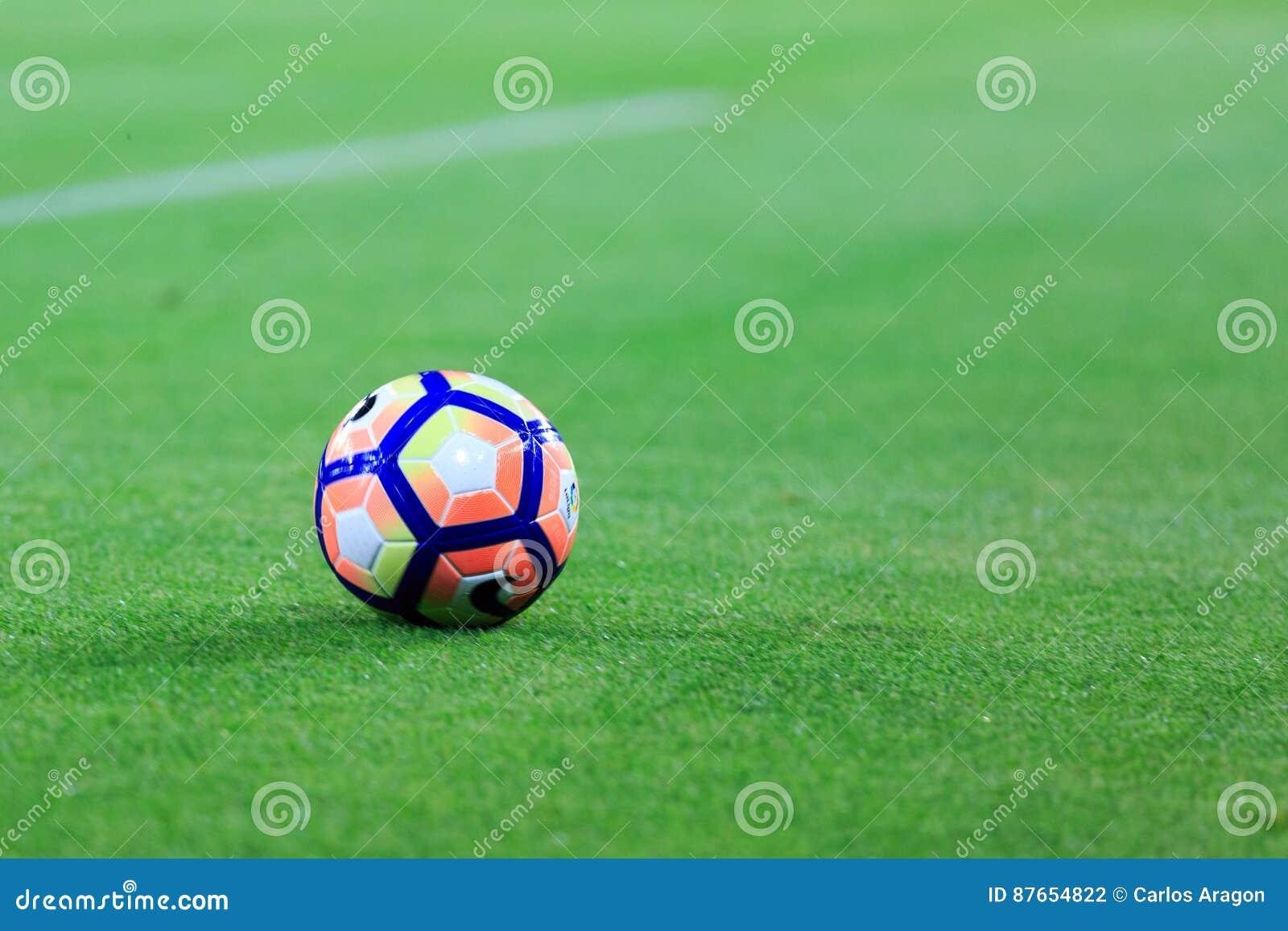 BILBAO SPANIEN - AUGUSTI 28: Närbild av den Nike bollen under en spansk ligamatch mellan idrotts- Bilbao och FCet Barcelona, cele