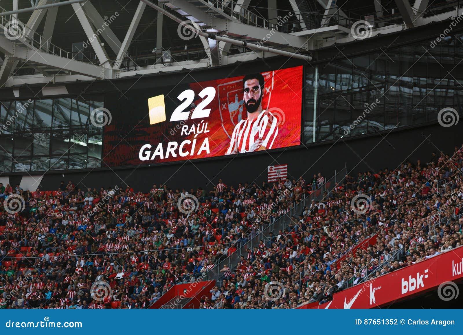 BILBAO SPANIEN - SEPTEMBER 18: Det videopd funktionskortet indikerar att det gula kortet har straffat till Raul Garcia i matchen