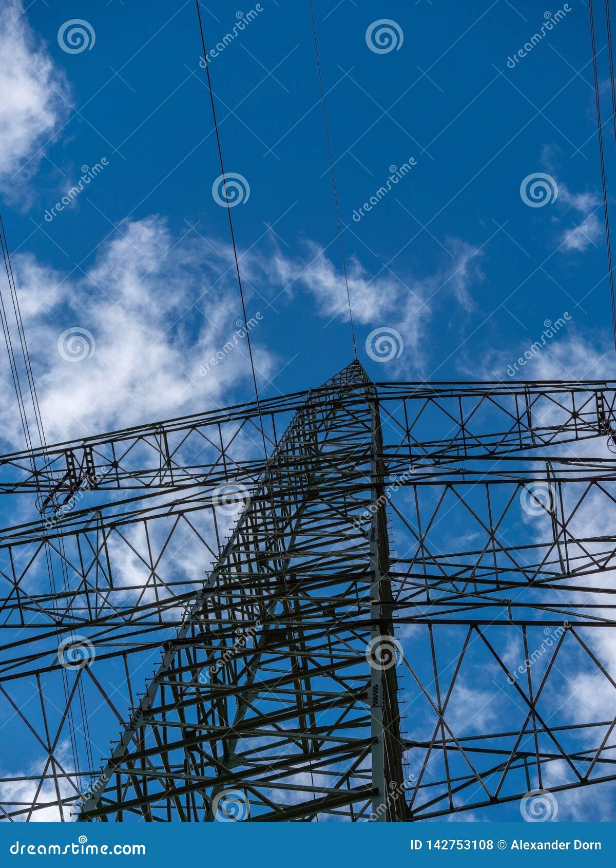 Bild av maktpolen med molnig bakgrund