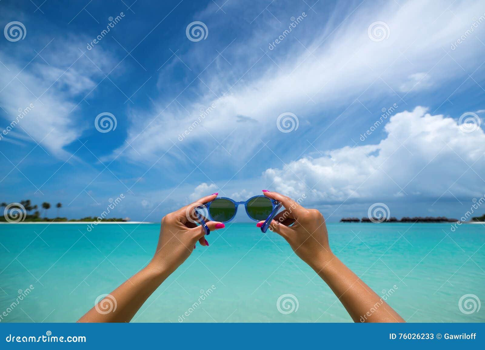 Bild Av Solglasögon På Den Tropiska Stranden, Semester