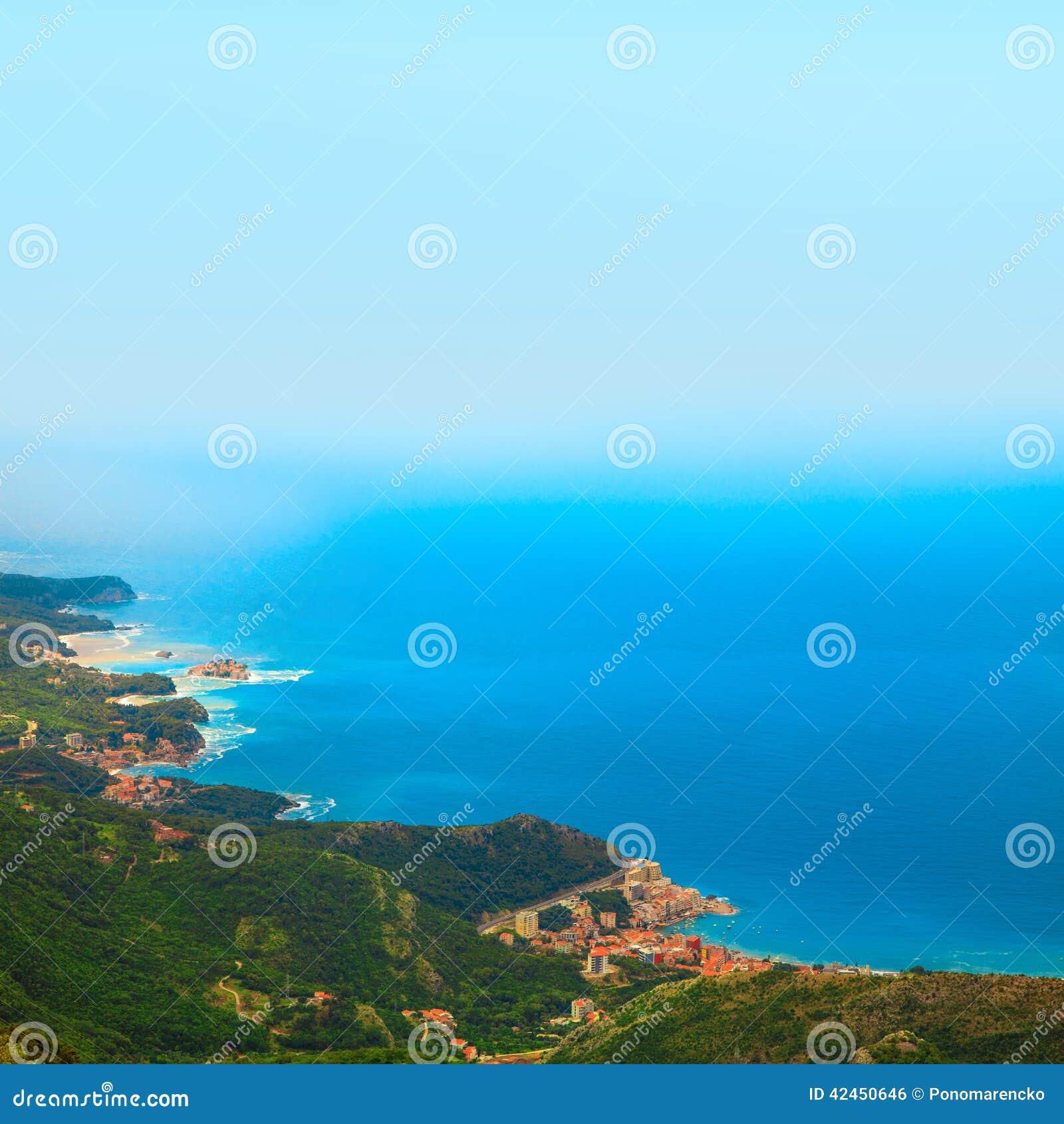 Bild der Stadt auf Küste von der Seitenansicht des Vogels