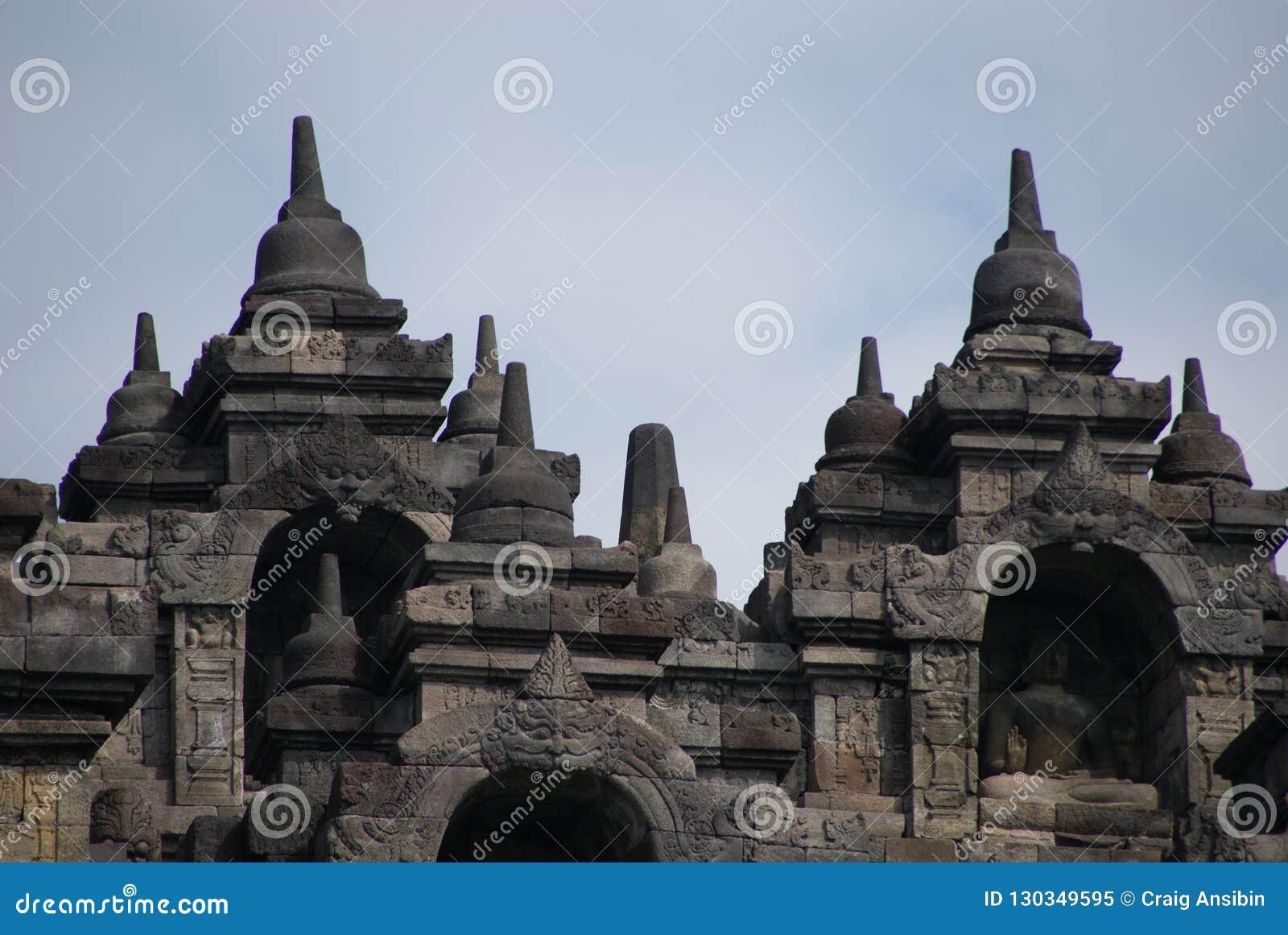 Bild des Sitzens von Buddha in Borobudur-Tempel, Jogjakarta, Indonesien