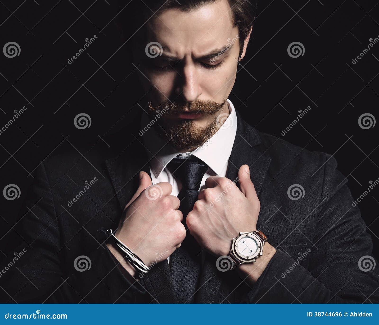 Bild eines eleganten jungen Mannes