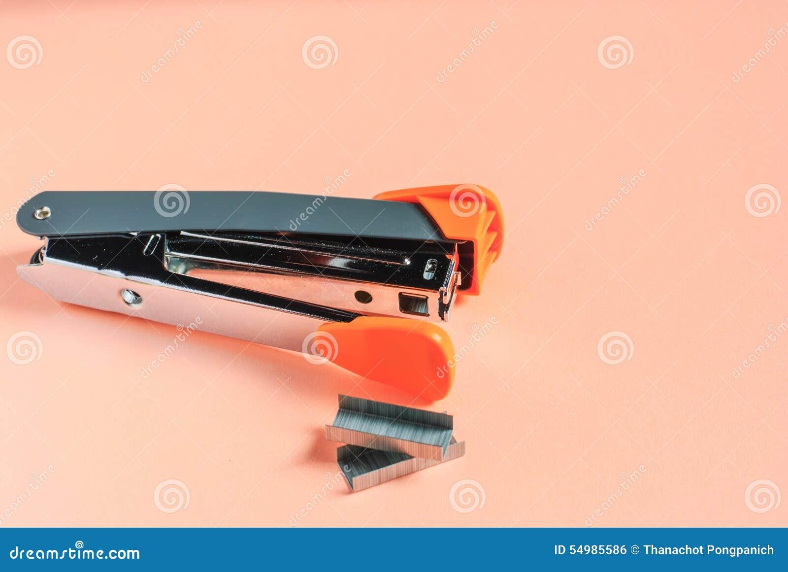 Bild isolerad kontorshäftapparat