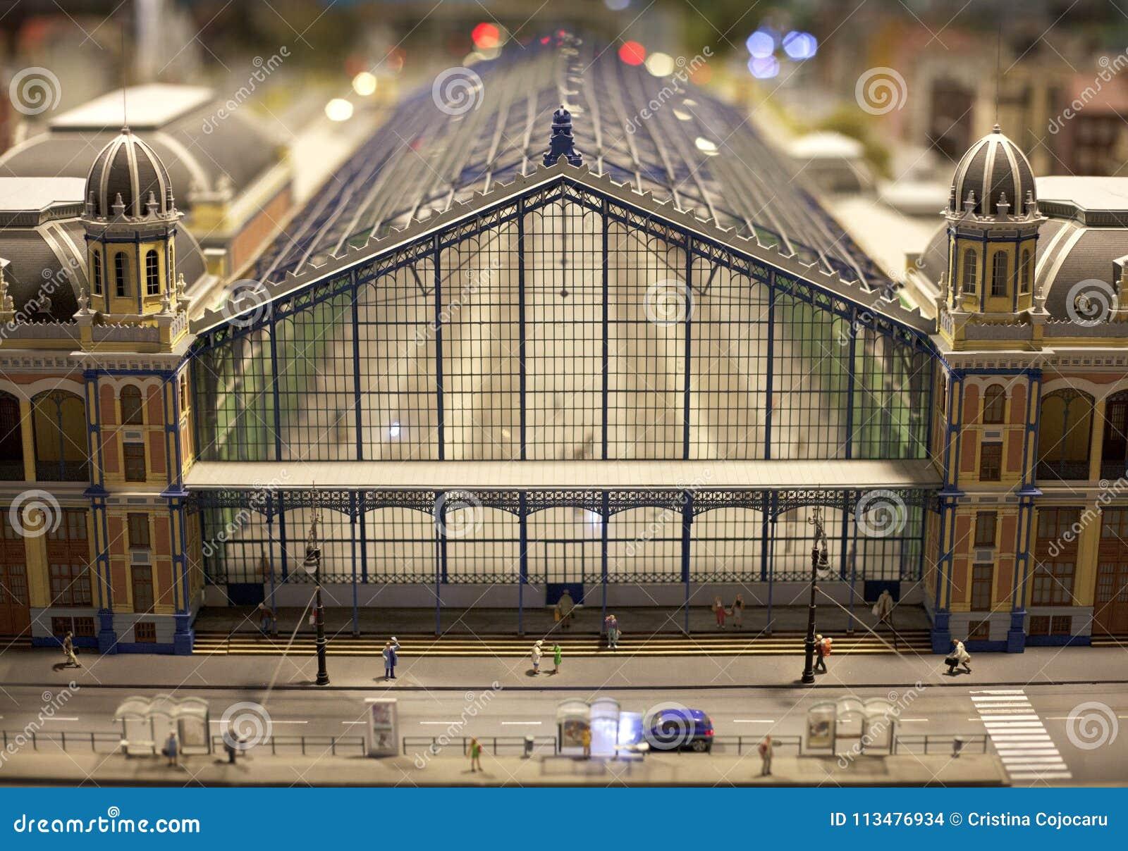 Bilden Sie voll- Ansicht des Hauptbahnhofs in eine Miniaturwelteinrichtung aus