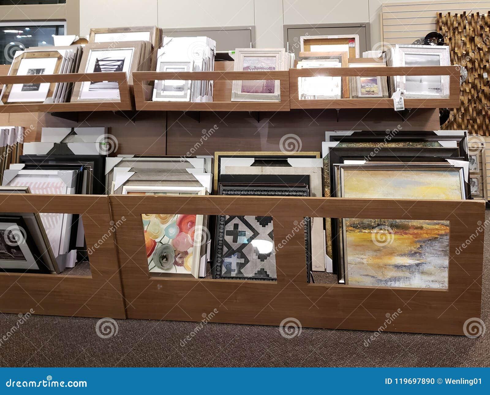 Bilderrahmen Für Verkauf Am Möbelmarkt Redaktionelles Bild Bild