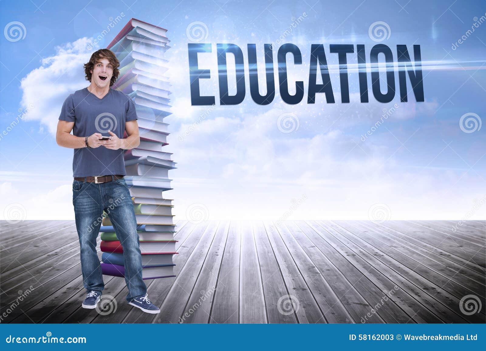 Bildung gegen Stapel Bücher gegen Himmel