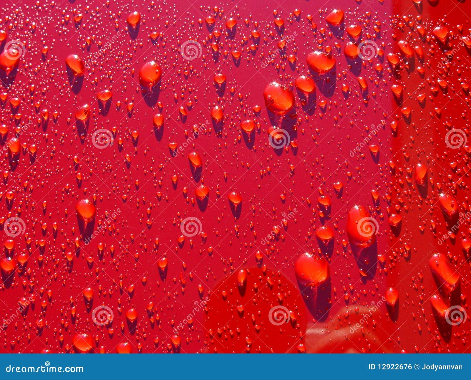 Bilen tappar nytt vaxt rött vatten