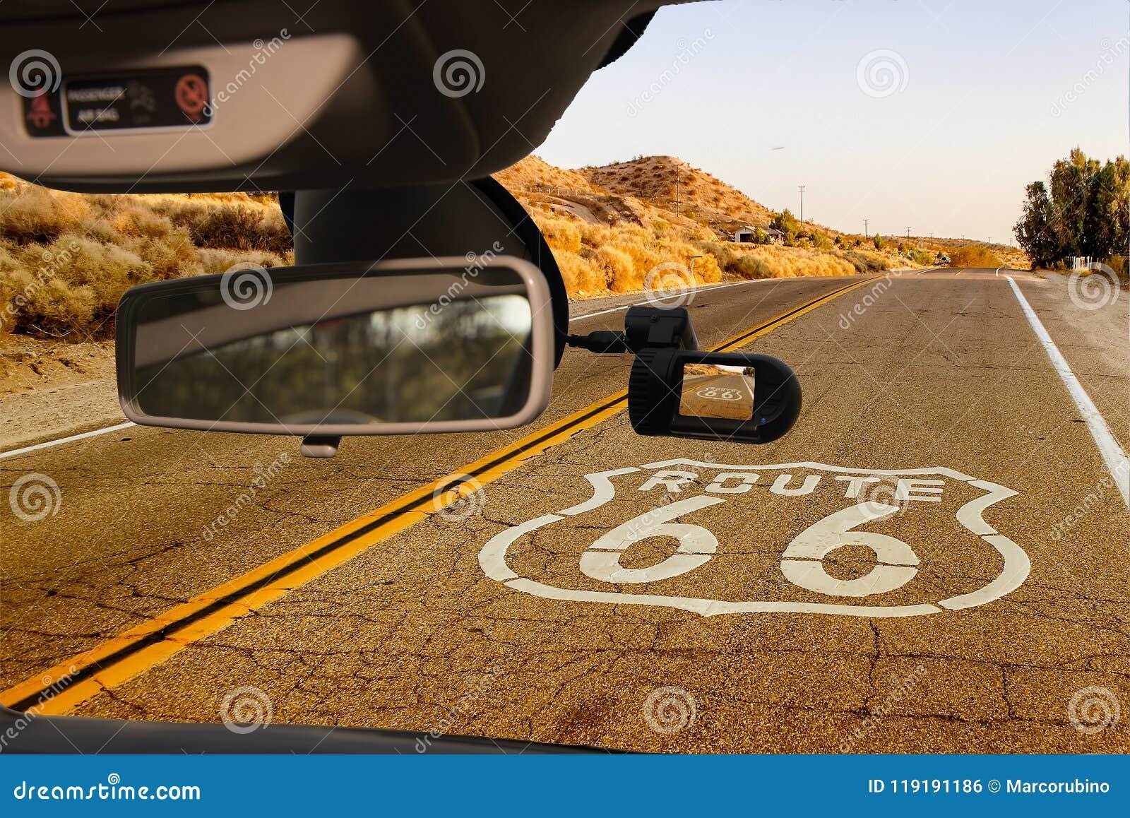 Bilkamerasikt av den historiska Route 66, Kalifornien, USA