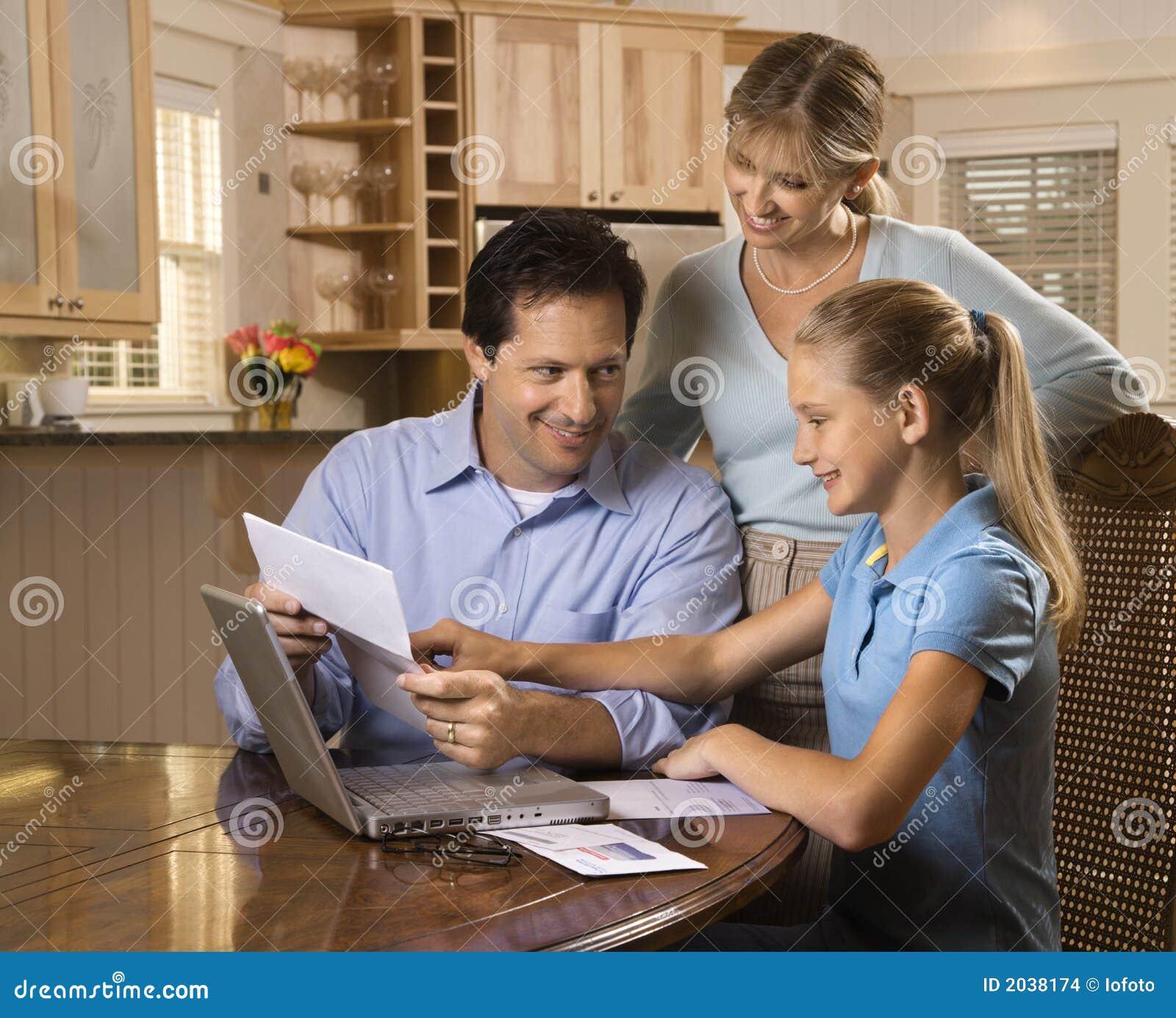 Bill komputerowych zapłacić rodziny