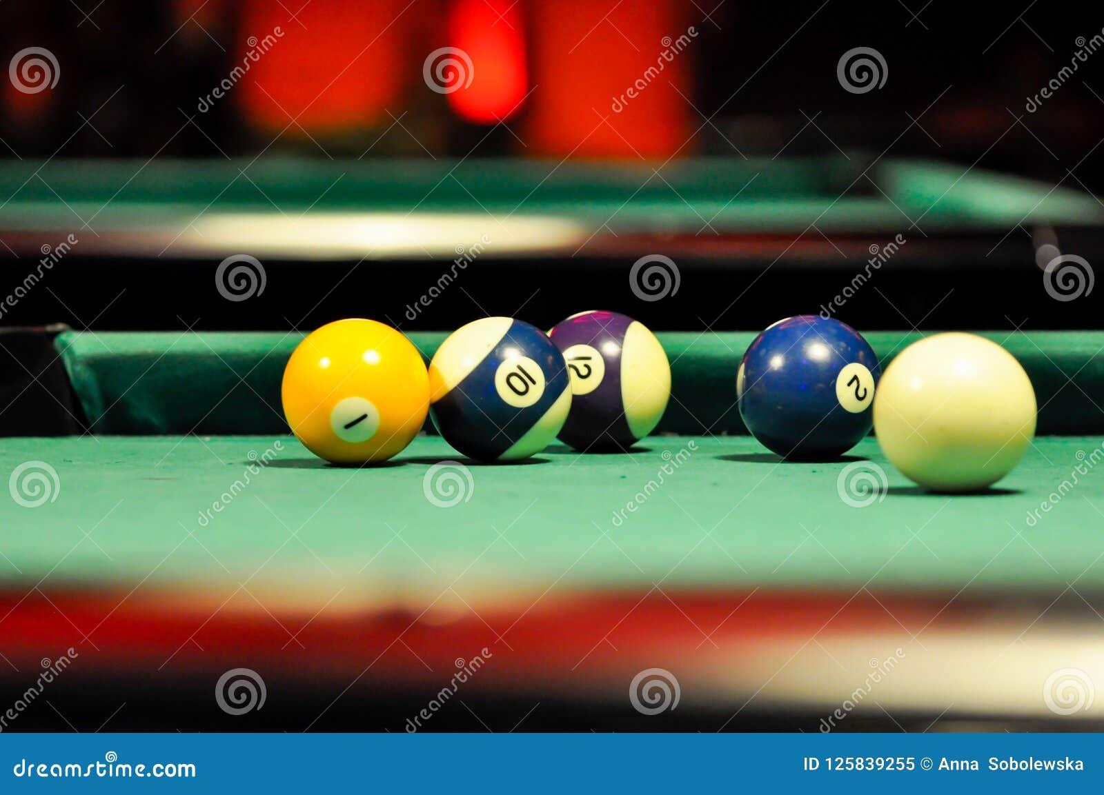 Billard stół dla bawić się turniej wśrodku pubu