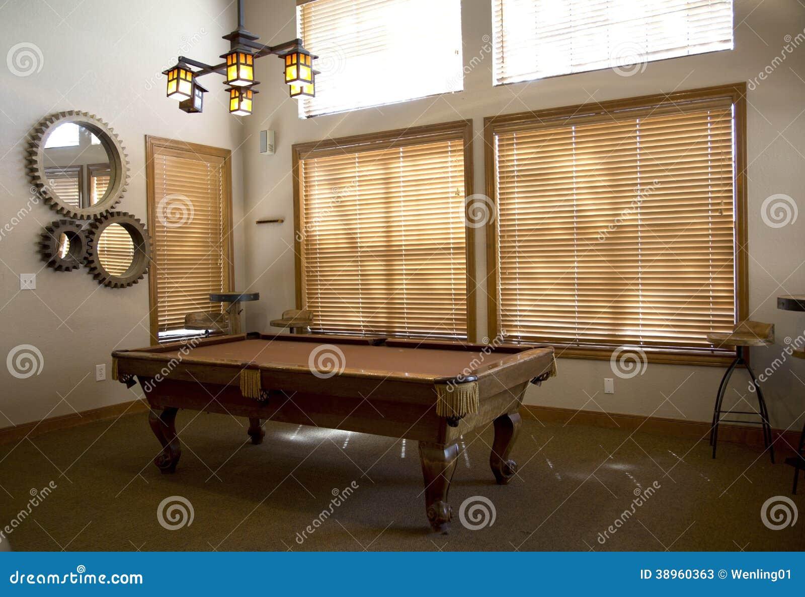 Billardtisch im Spielraum