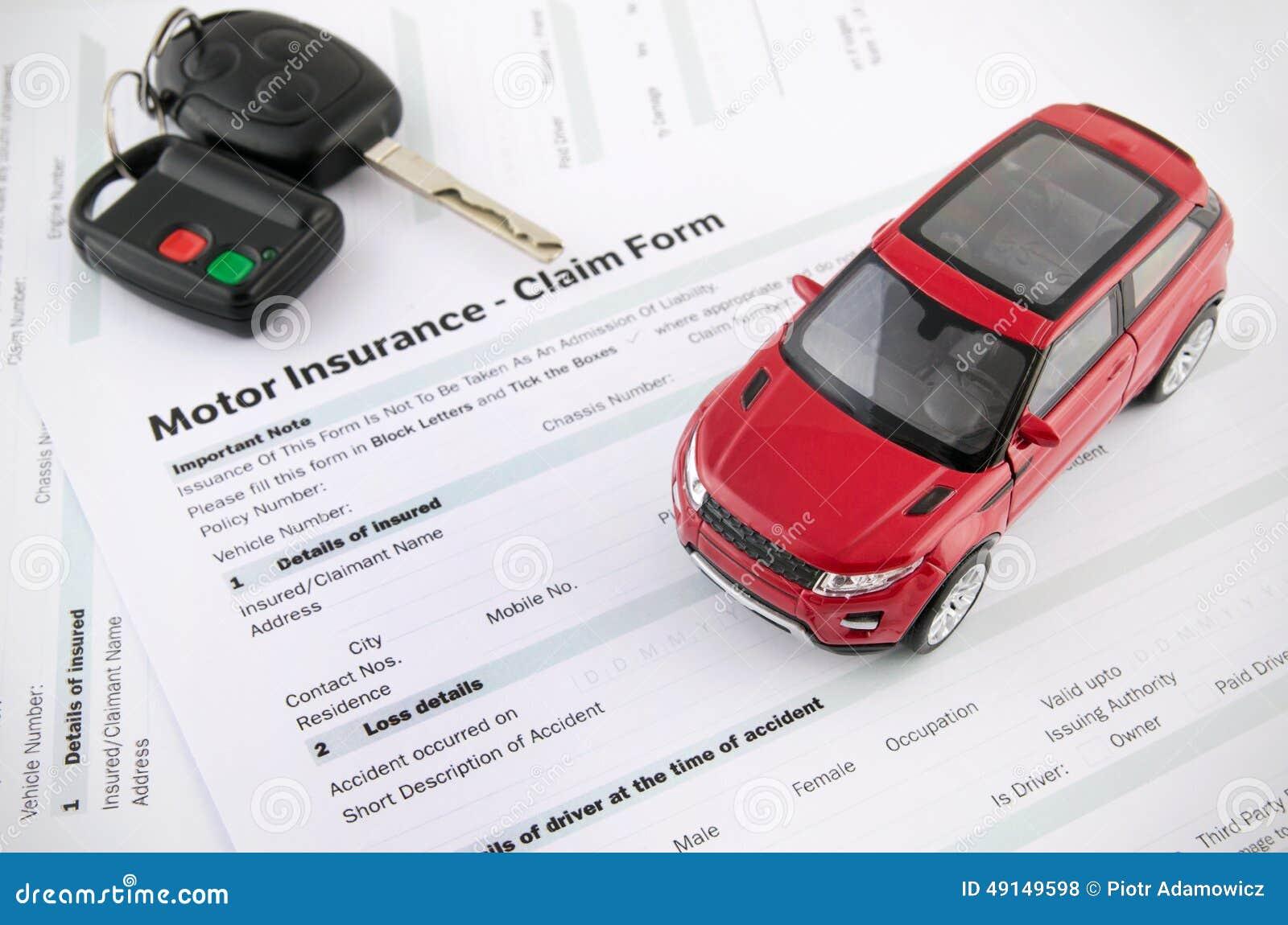 Billeksak och tangenter på försäkringdokument