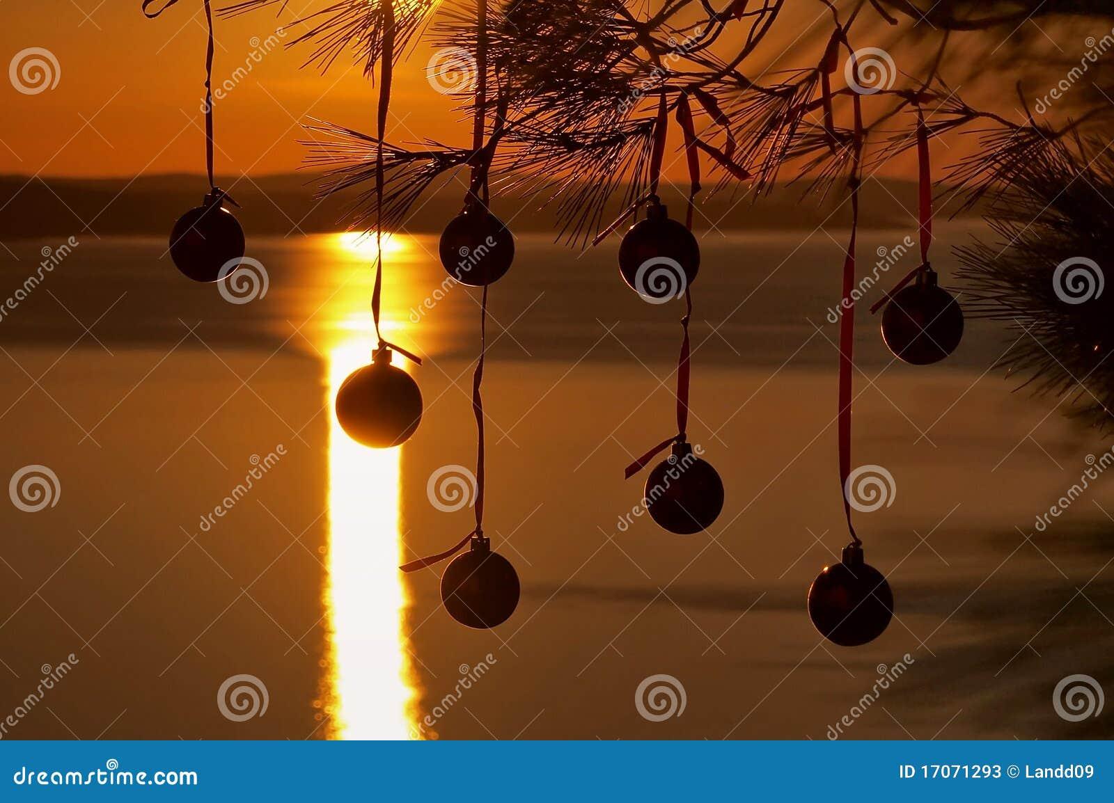 Billes de Noël au coucher du soleil 1