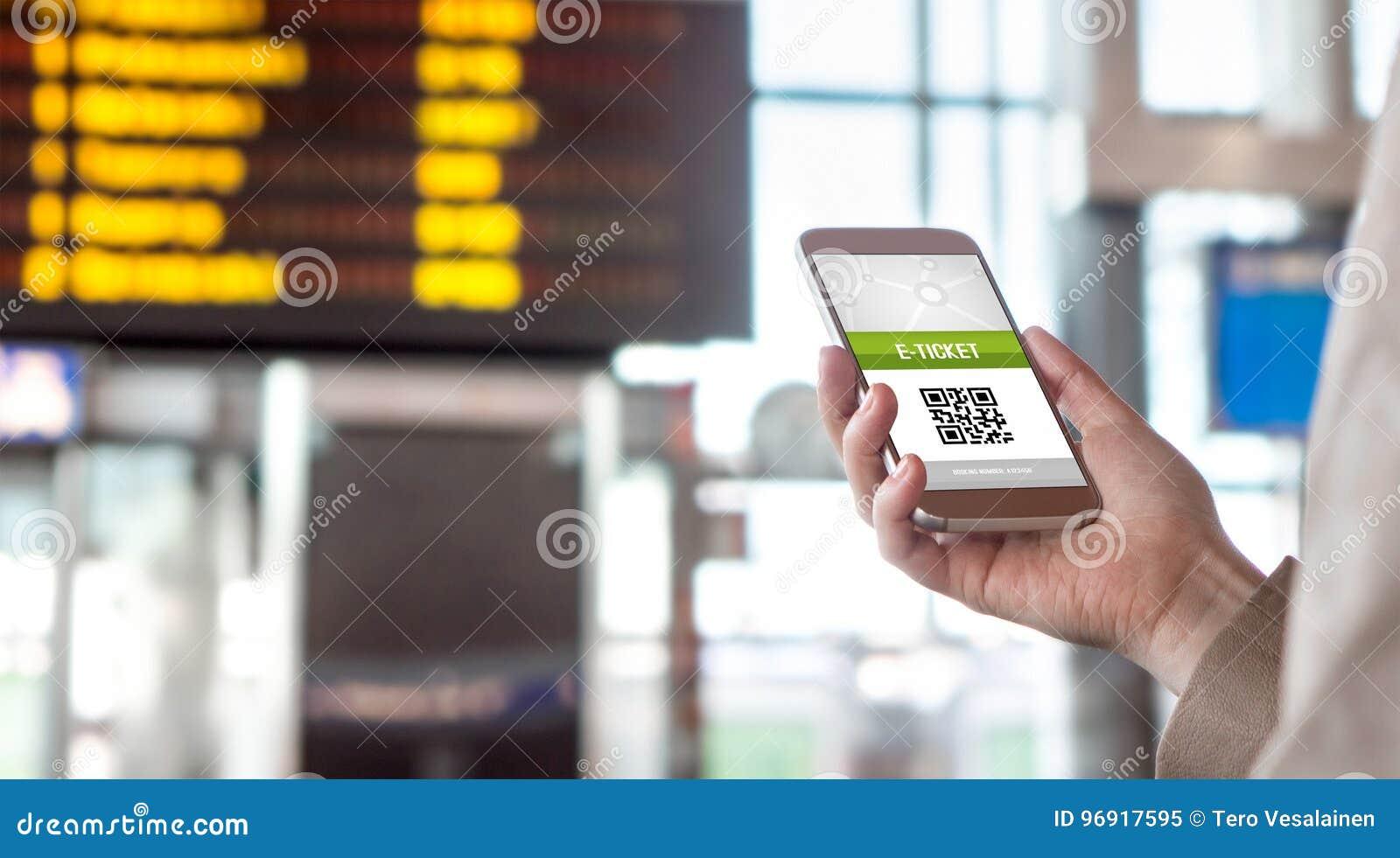Billet en ligne de achat d Internet E-billet sur l écran de téléphone portable