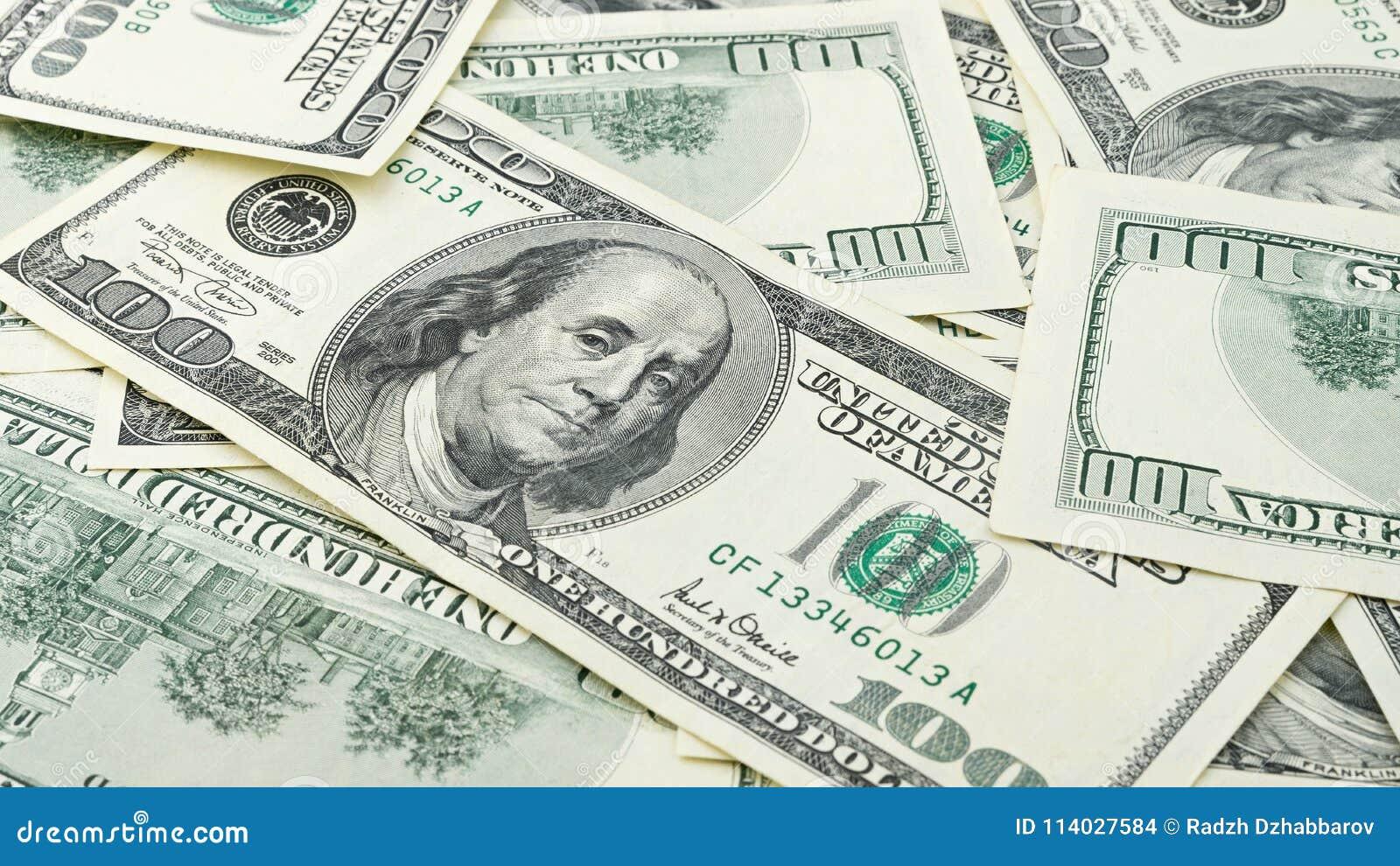 Billete de dólar americano del dinero ciento del primer del fondo del papel pintado Muchos billete de banco de los E.E.U.U. 100
